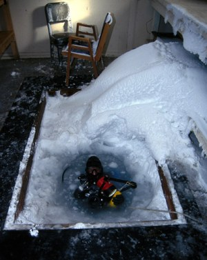 antarctic-diving-hole